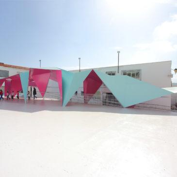 Un origami di tettoia per scuola andalusa