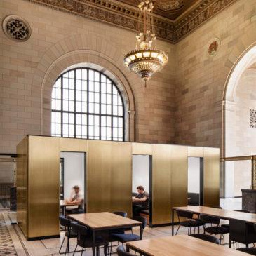 Una storica banca a Montreal convertita in un tecnologico coworking